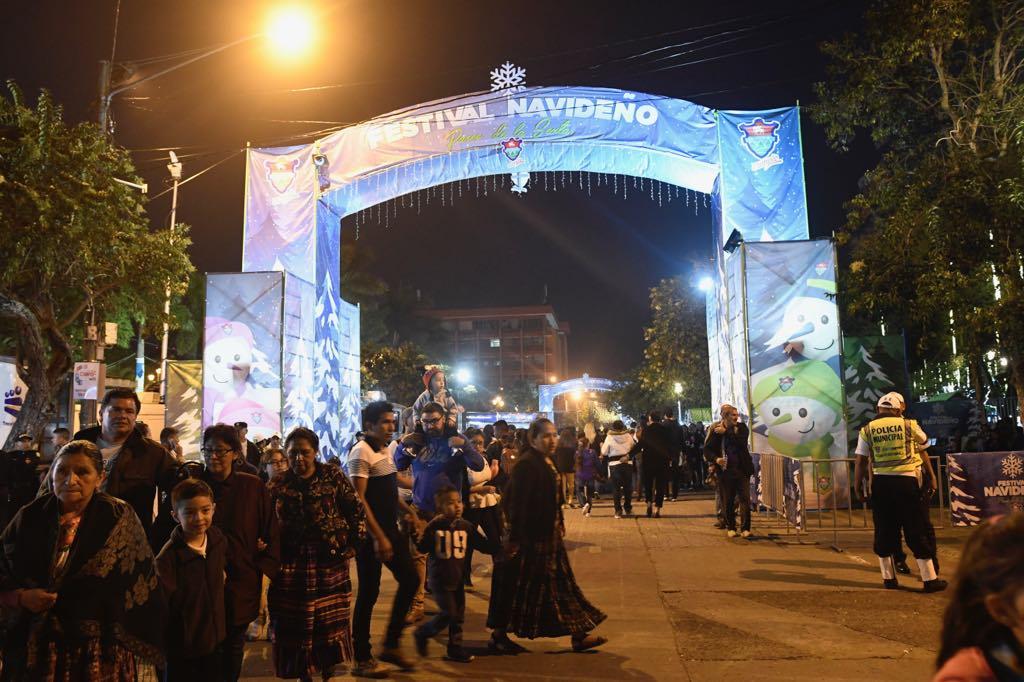 Inauguran el festival navideño del paseo de la sexta