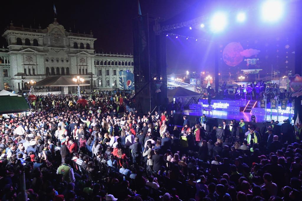 Miles de personas asistieron a la inauguración del Festival Navideño del Paseo de la Sexta