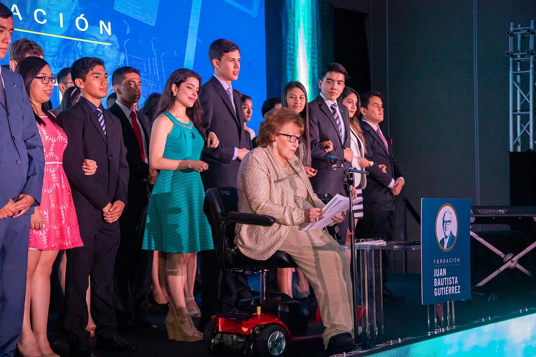 Fundación Juan Bautista Gutiérrez entrega 35 becas universitarias