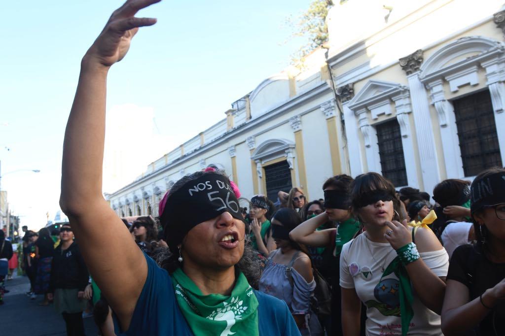 """Guatemaltecas participan en acto feminista """"Un violador en tu camino"""". Foto: Omar Solís/Publinews"""