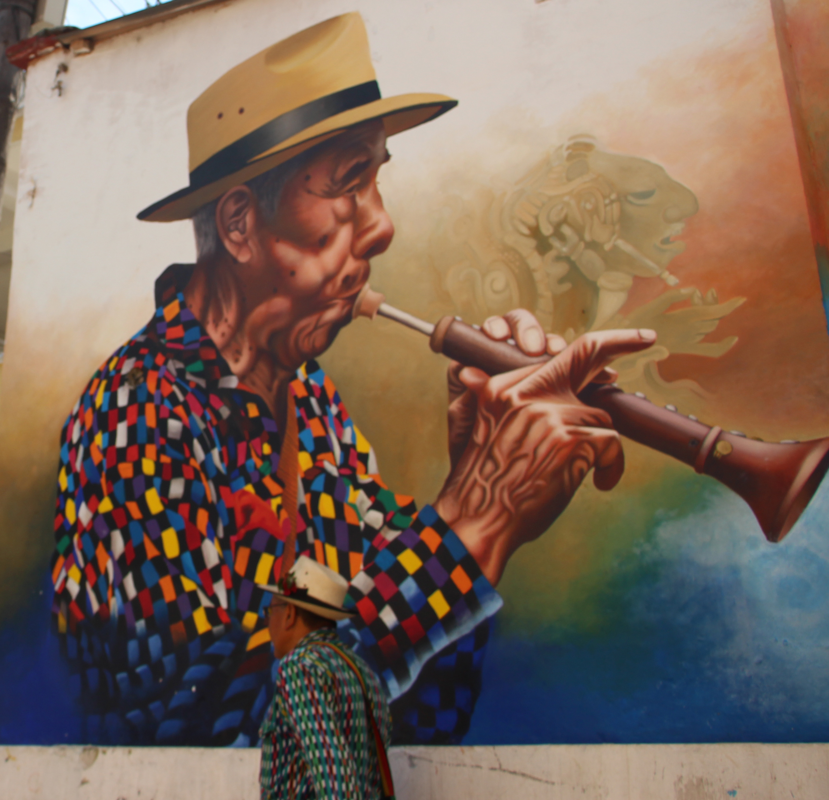 Los murales destacan la cultura tzutujil en las calles de San Juan la Laguna.