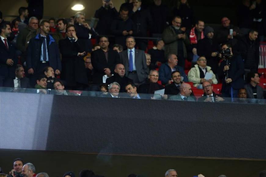Giammattei asiste a partido entre Atlético de Madrid contra Barcelona