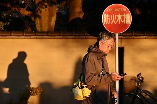 Arrestan a anciano jubilado por quejarse mucho por teléfono