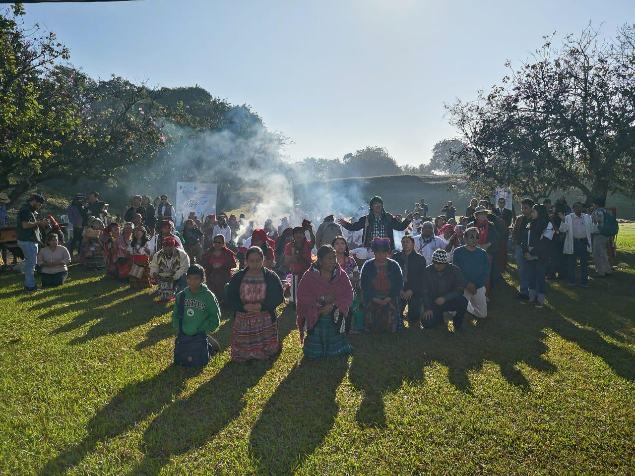 Con ceremonia maya conmemoran Acuerdos de Paz