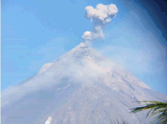 Conred monitorea caída de ceniza volcánica en localidades de Sacatepéquez