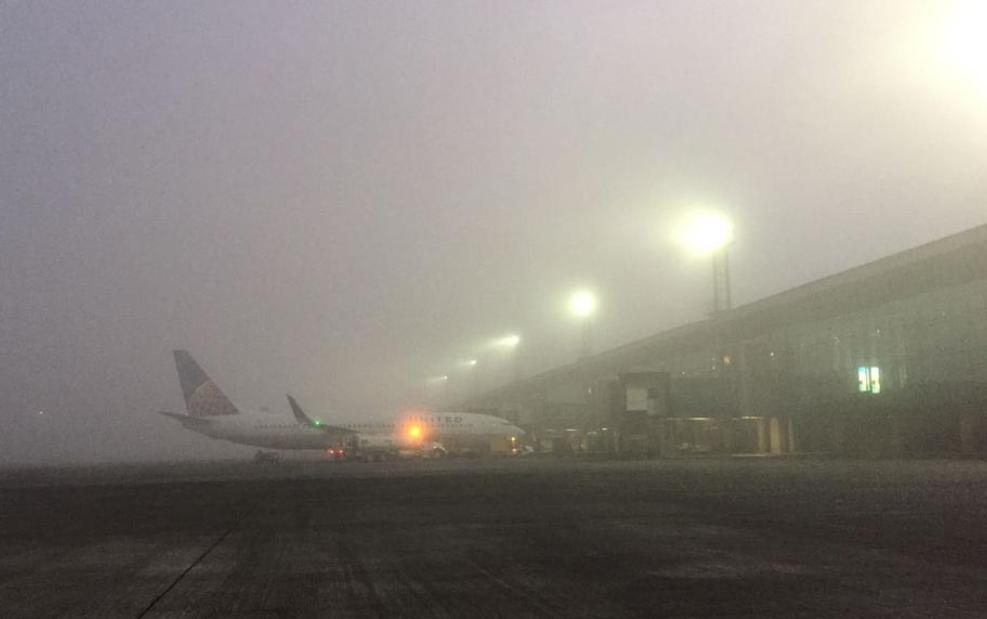 Densa niebla afecta vuelos internacionales