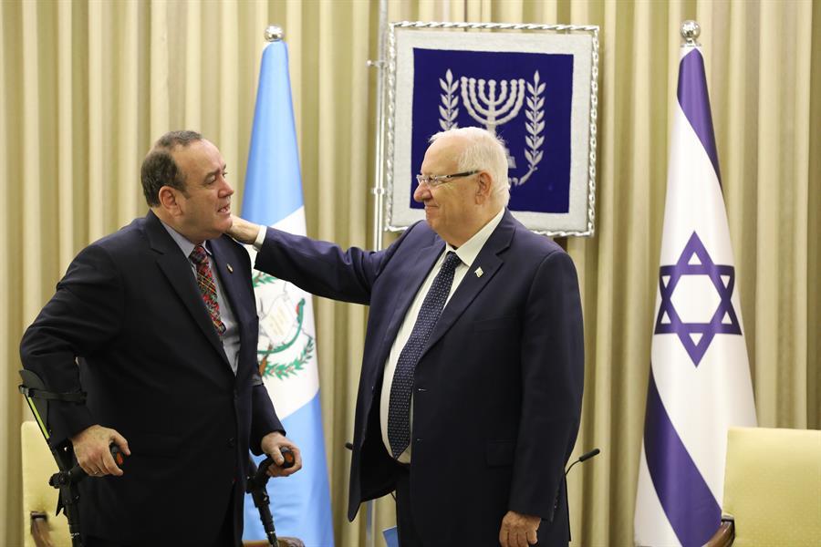 Reuvén Rivlin, presidente de Israel se reúne con Alejandro Giammattei, presidente electo de Guatemala. Foto: EFE