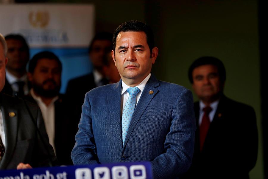 """Jimmy Morales critica la novela """"Tiempos Recios"""" de Vargas Llosa"""
