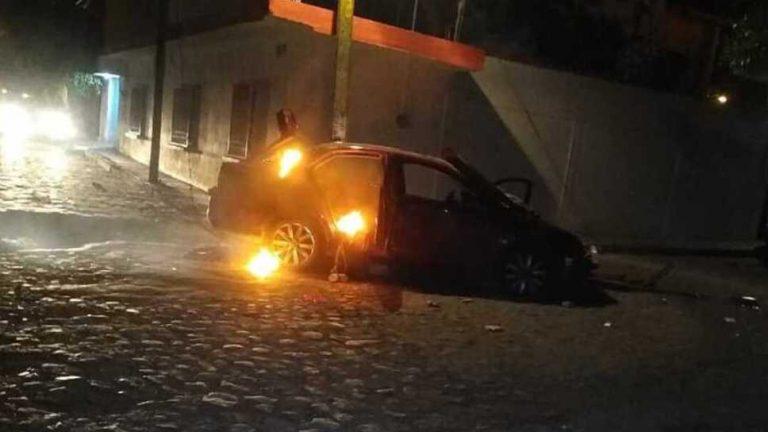 Mujer atropella con su auto al público de un desfile navideño