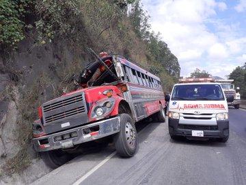 accidente de bus en Km. 24 de ruta al Pacífico