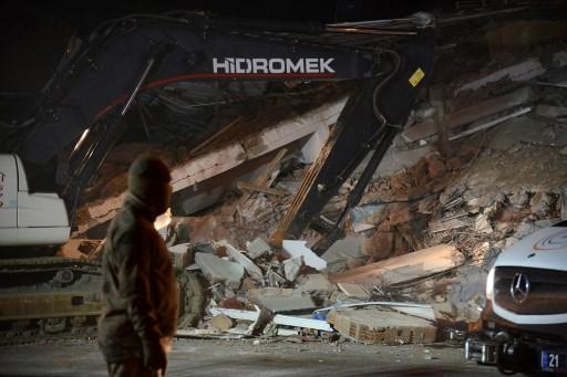 18 los muertos y 553 los heridos por terremoto en Turquía