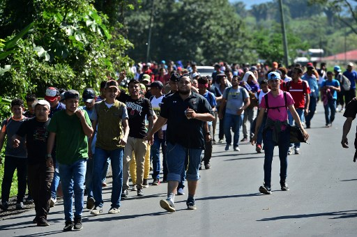 Caravana migrante hondureña cruza Guatemala con destino a EE.UU.