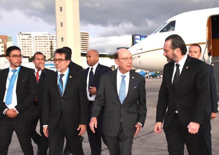 Delegación de EE.UU. tuvo aterrizaje de emergencia antes de viajar a Guatemala