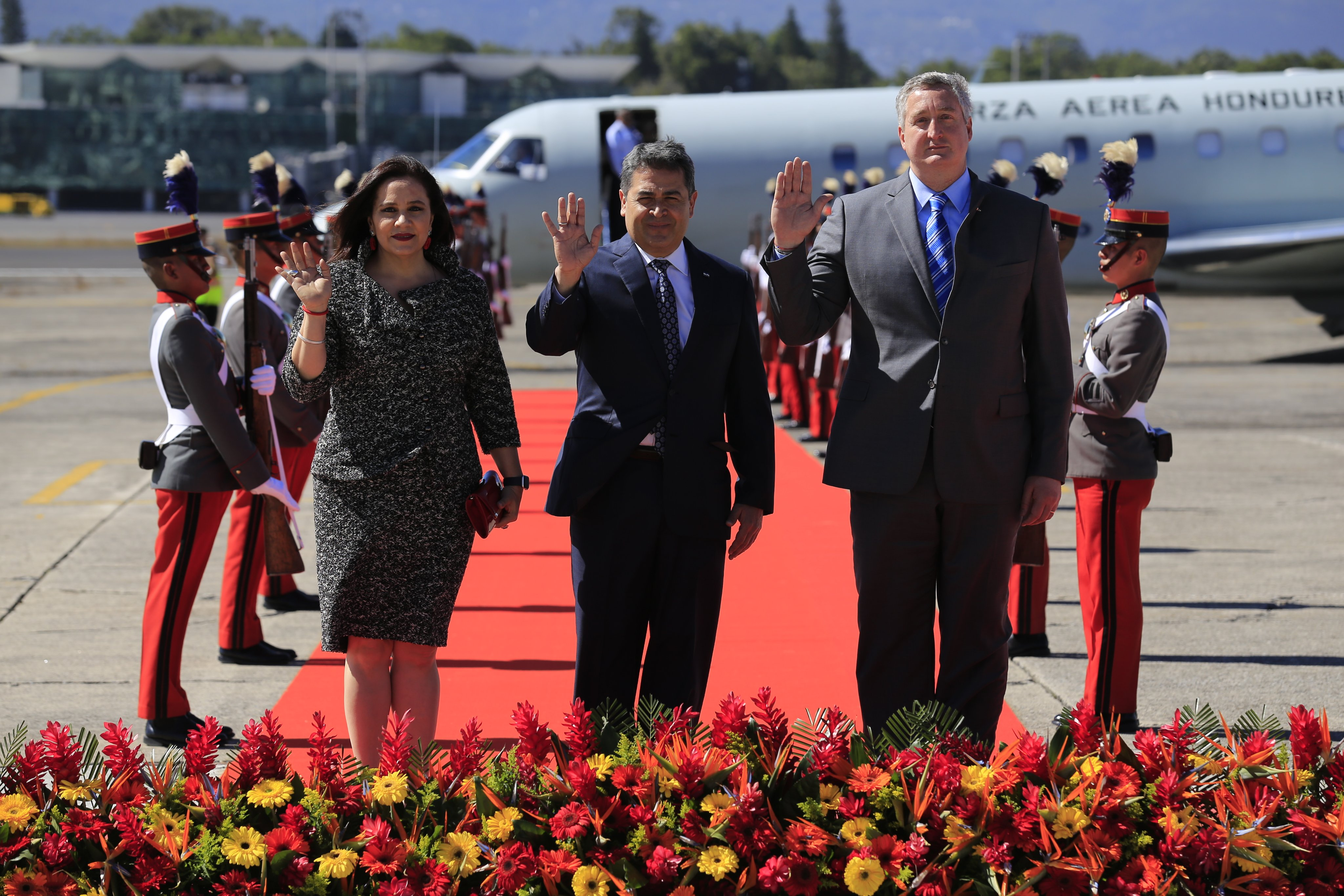 Delegaciones y jefes de Estado arriban al país por transmisión de mando presidencial