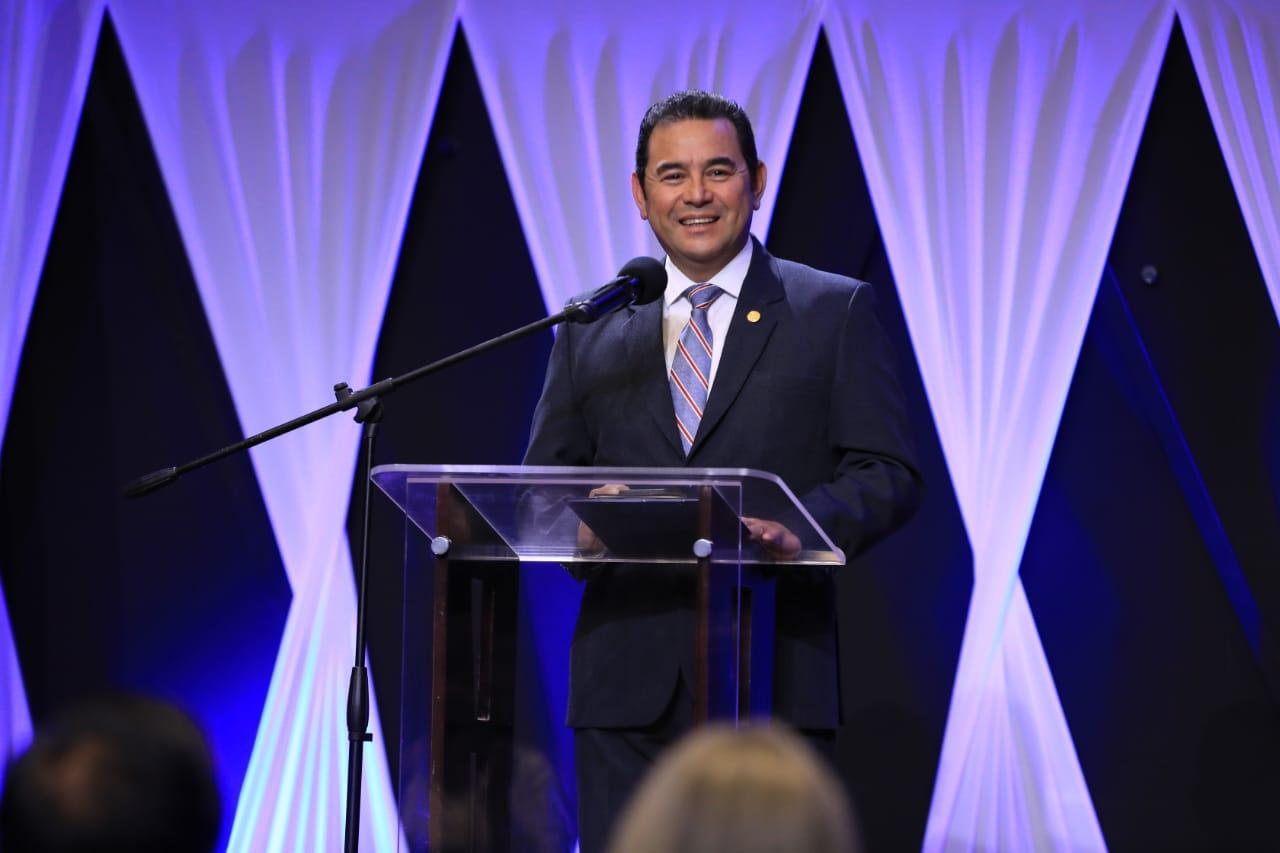 Jimmy Morales dice que ha sido el presidente más orado de la historia