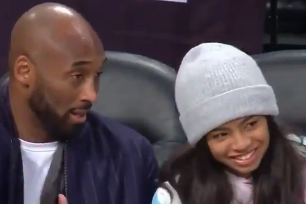 Kobe Bryant y su pequeña hija vistos juntos en un partido de baloncesto
