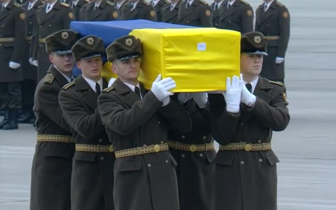 Llegan a Kiev cuerpos de víctimas de avión derribado por Irán