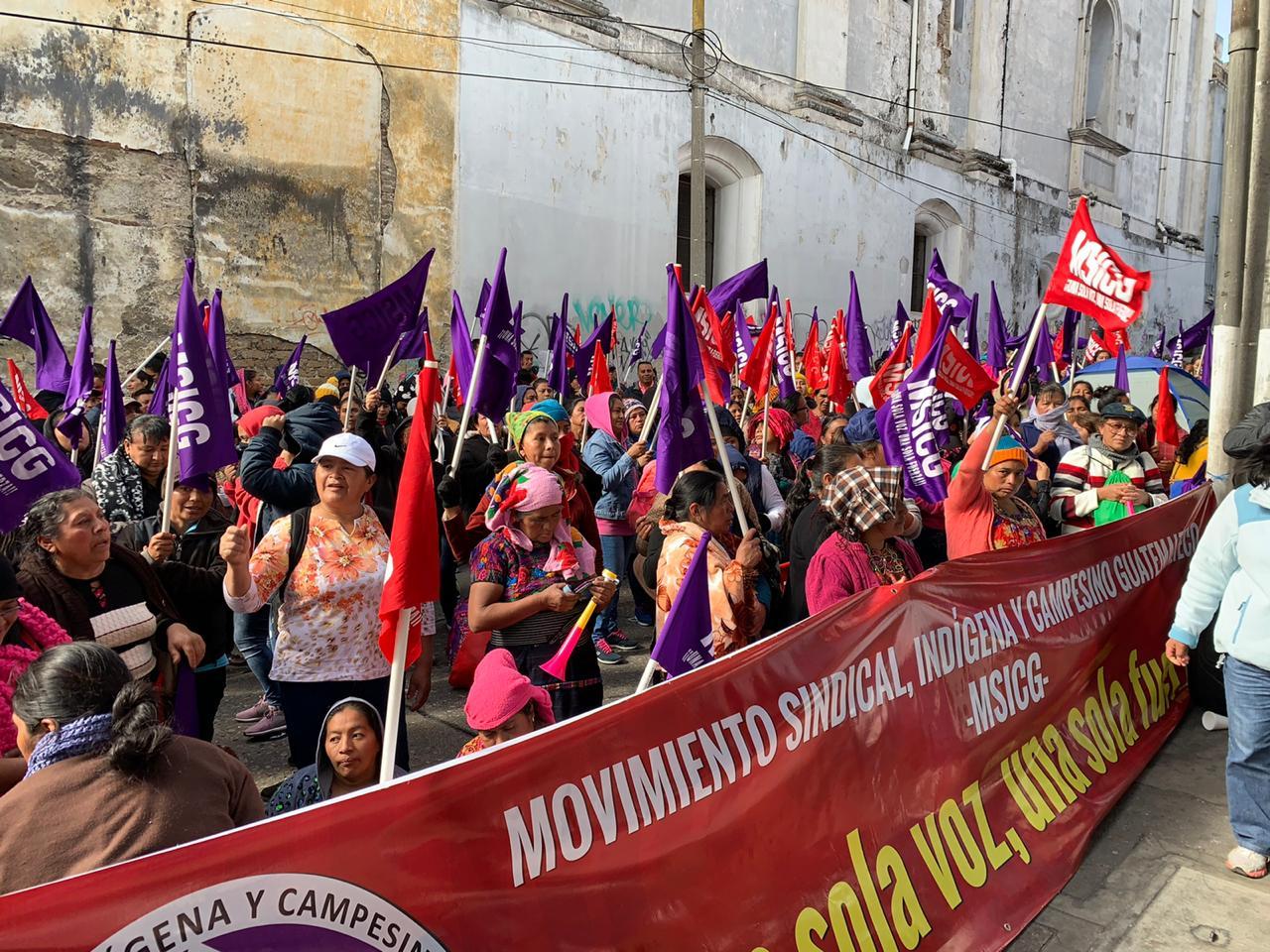 """""""Madres Cuidadoras"""" manifiestan frente a la Onsec exigiendo la creación de la especialidad"""