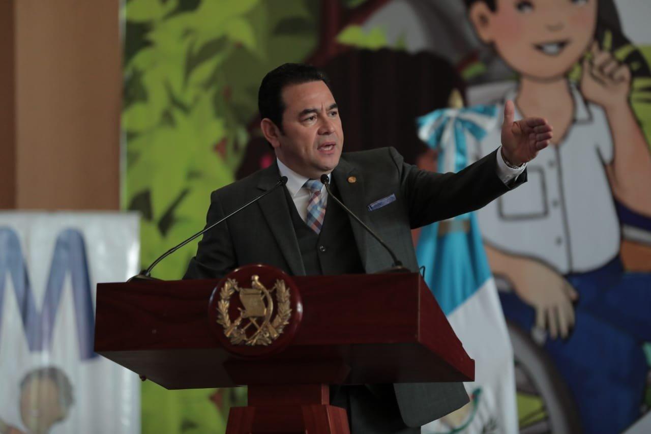 Presidente arremete contra medios en inauguración del ciclo escolar 2020