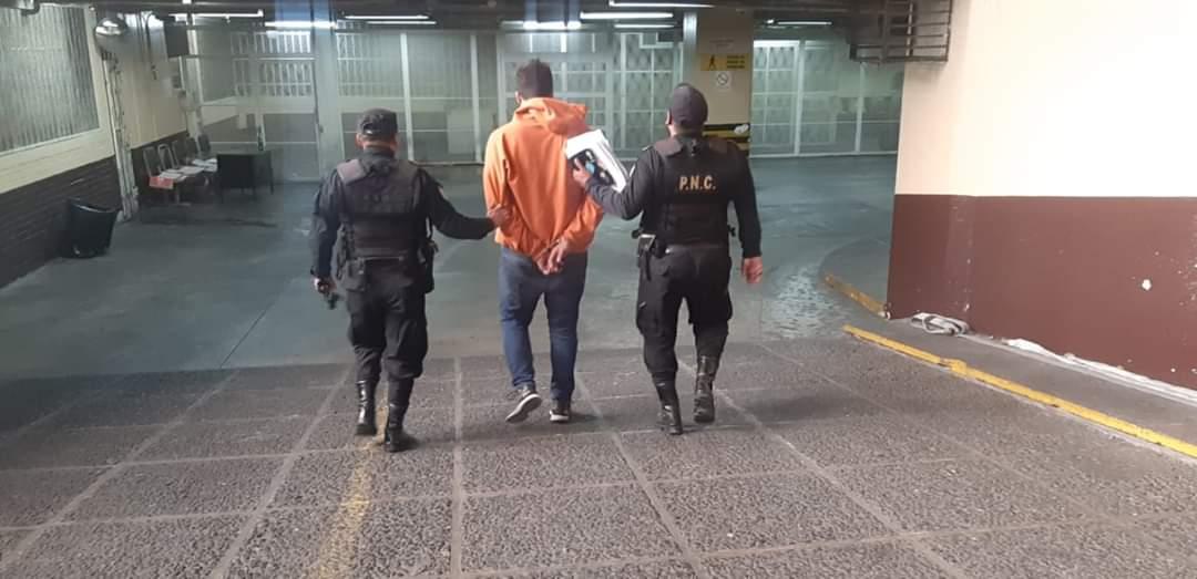 Capturan a hombre después de 10 cuadras de persecución