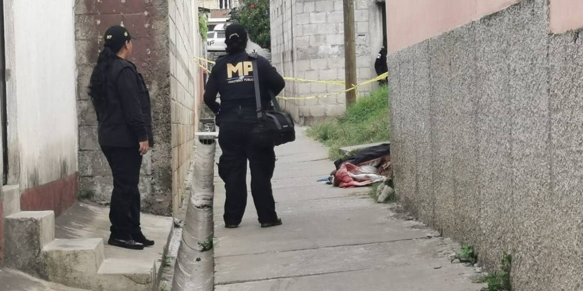 Localizan cadáver de mujer con múltiples puñaladas