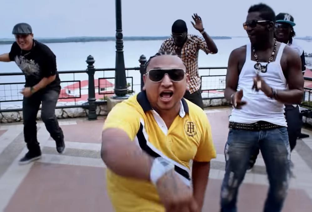 Sicarios acribillan a cantante de música urbana en plena calle