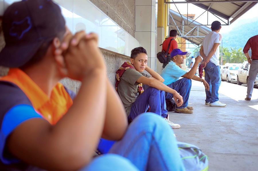 "Caravana de 100 migrantes hondureños entró a Guatemala ""legalmente"""