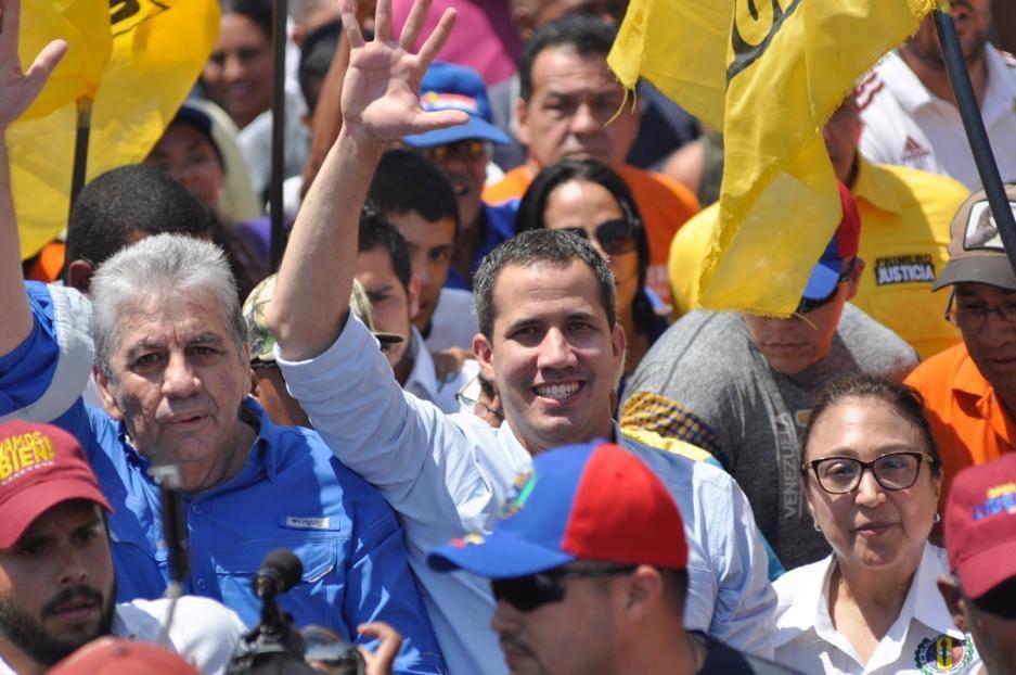Disparan contra manifestación encabezada por Guaidó en Venezuela