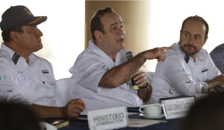 Gobierno prohíbe viajes a ministros