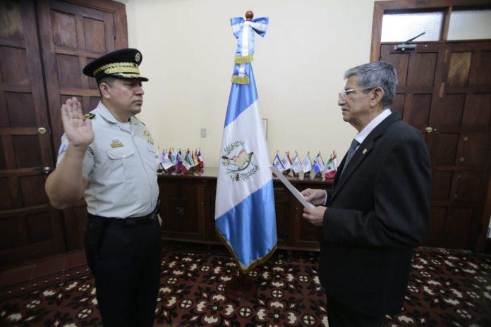 Juramentan a nuevo Director General de la Policia Nacional Civil