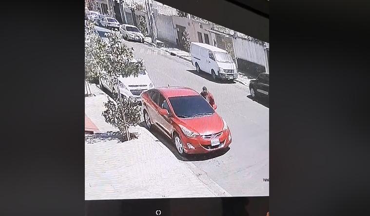 Roba vehículo en 30 segundos en la zona 11