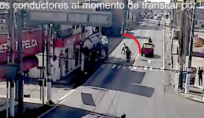 VIDEO: pleito callejero provoca accidente de tránsito en Escuintla