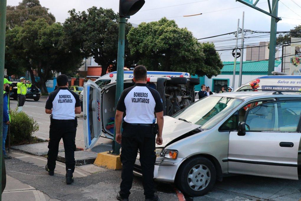 Accidente entre vehículo y ambulancia