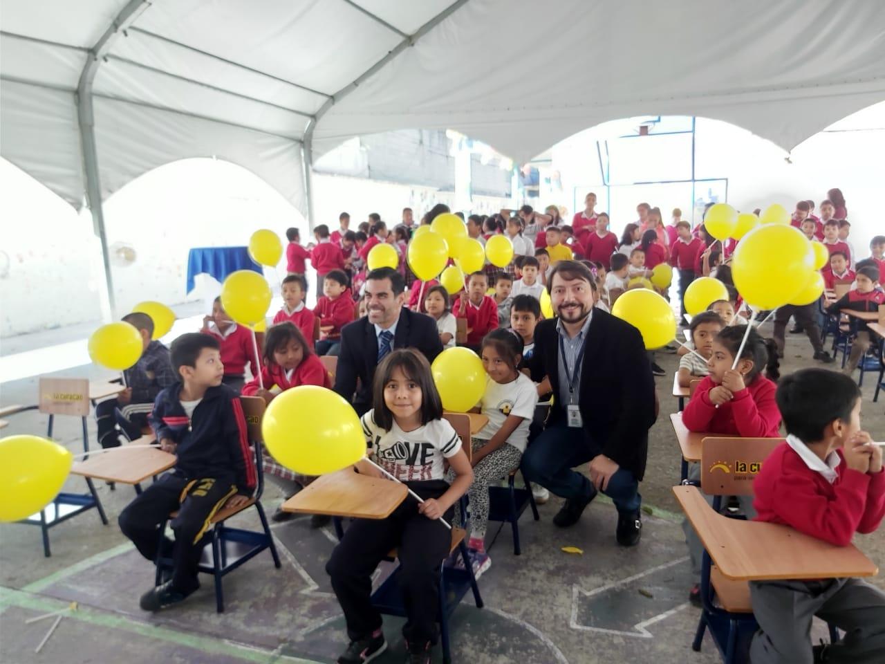 La Curacao donación de escritorios