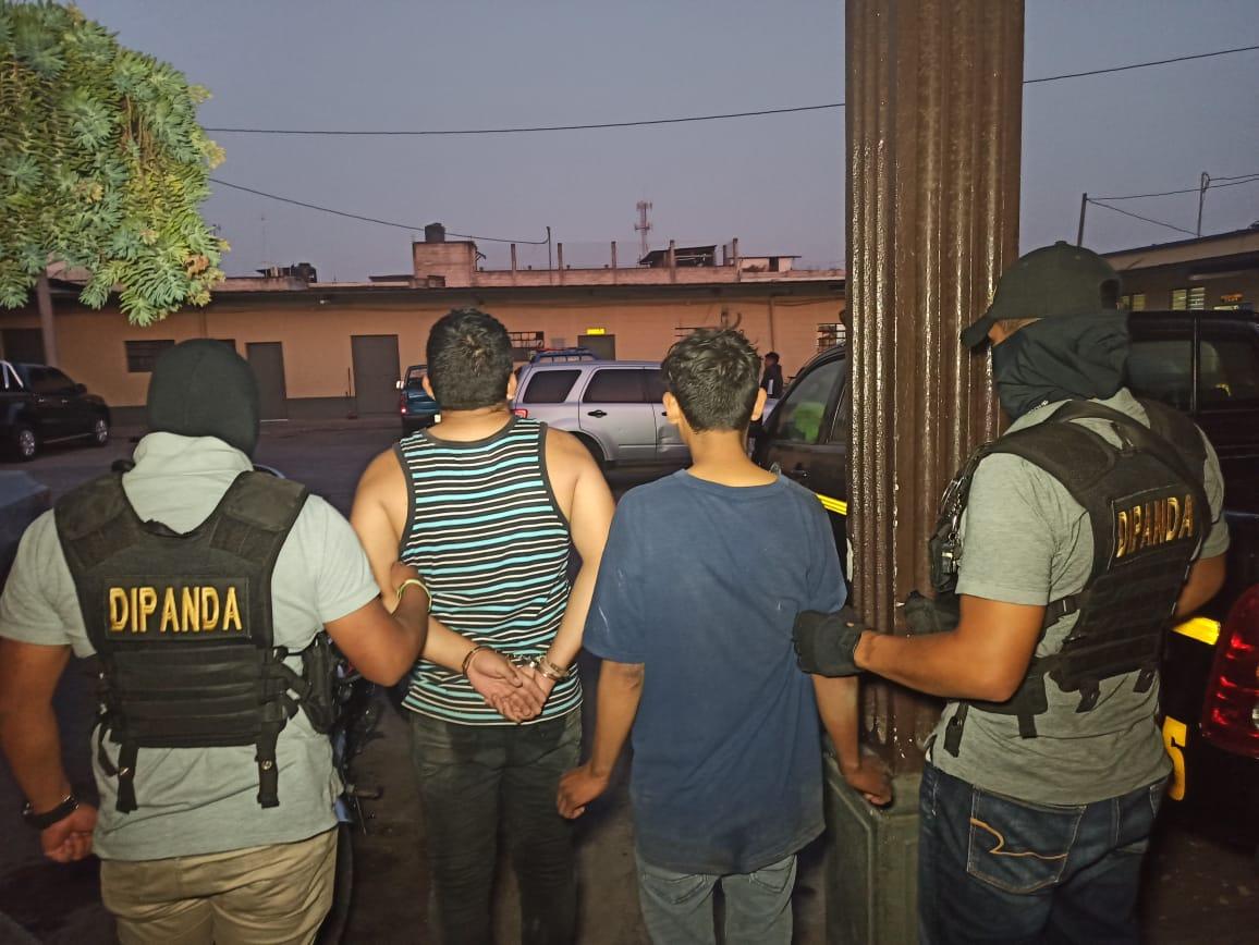 Hombre detenido y menor remitido cuando extorsionaban en pleno toque de queda
