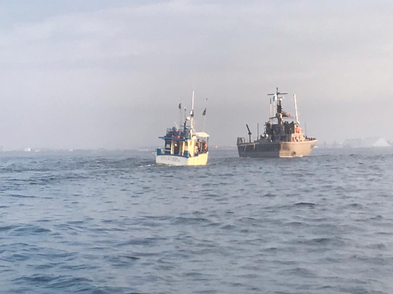 Llegan a puerto pescadores a la deriva en el Pacífico2