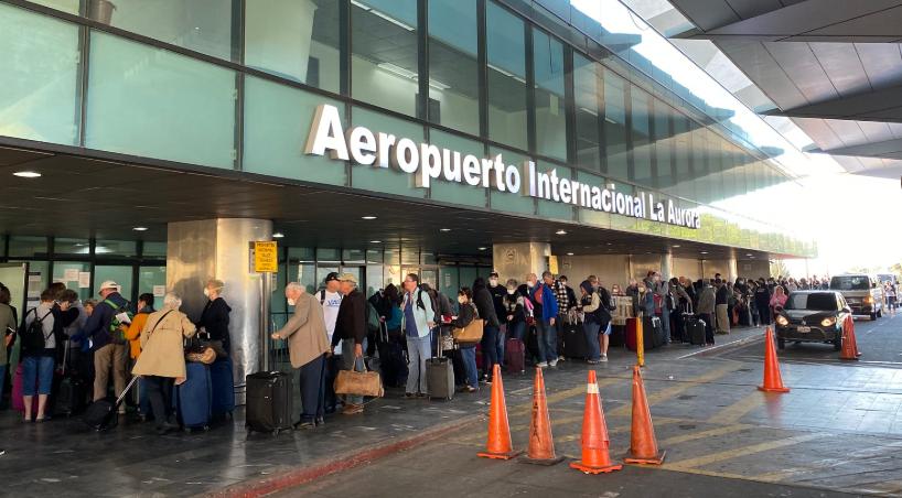 Realizan primeros vuelos chárter para salida de estadounidenses de Guatemala