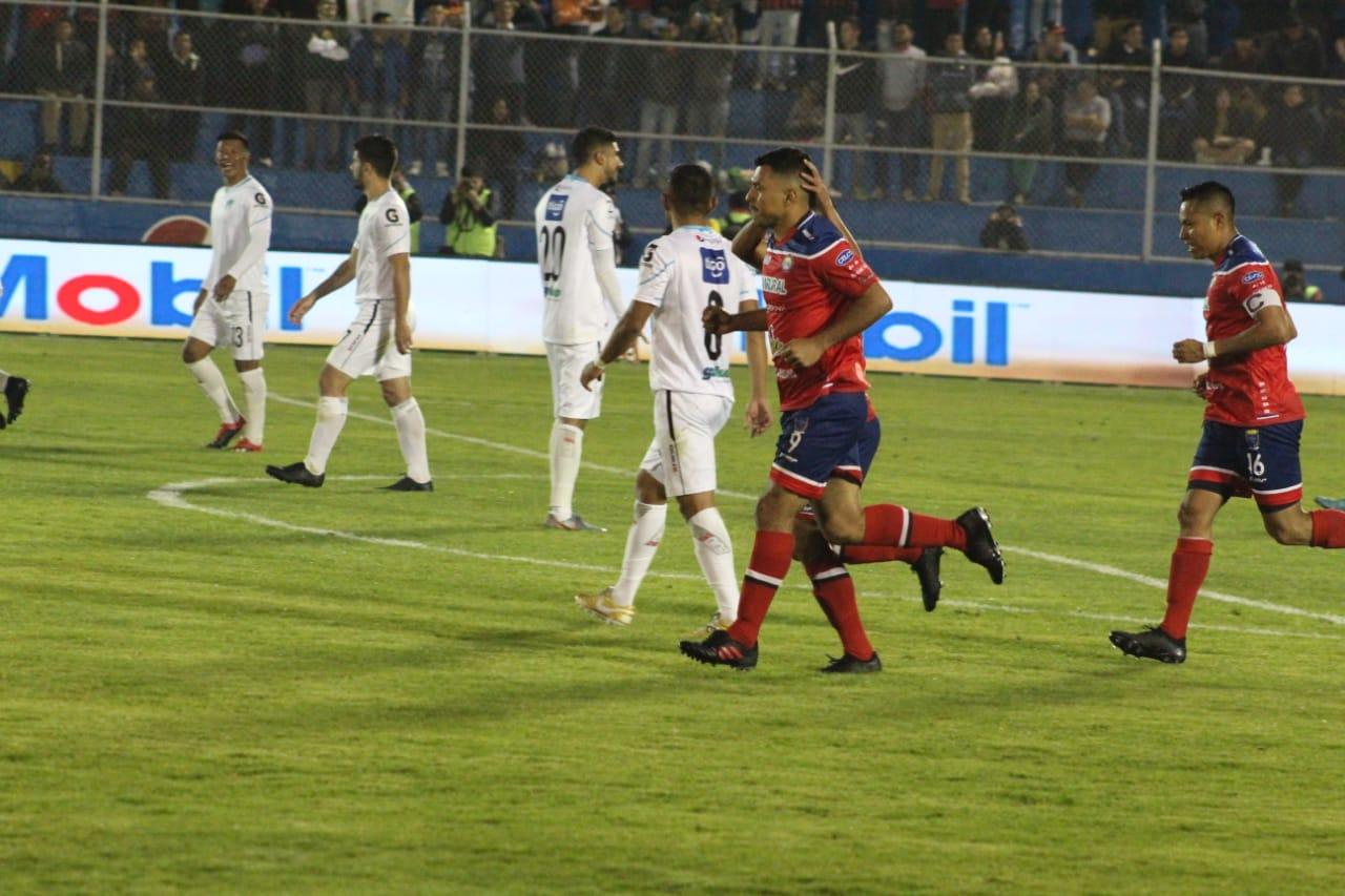 Resultado Xelajú vs Comunicaciones, gol Mario Castellanos