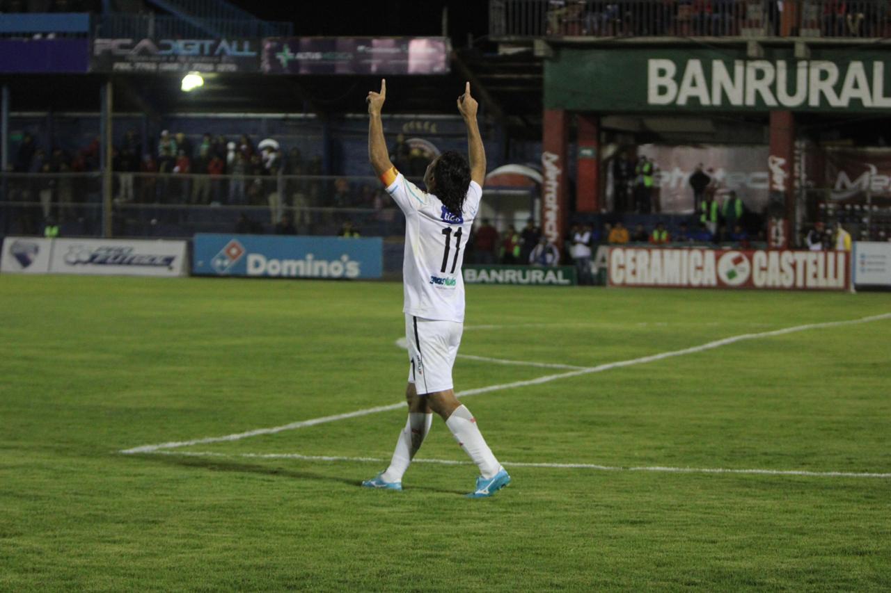 Resultado Xelajú vs Comunicaciones, segundo gol Herrera