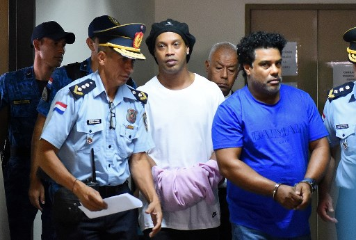 Ronaldinho Gaúcho deberá seguir en prisión preventiva en Paraguay