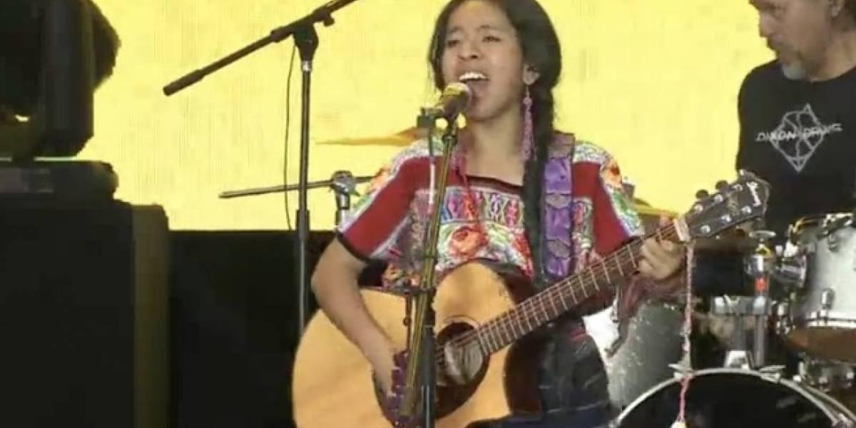 #TiempoDeMujeres: Sara Curruchich canta en el Zócalo de la CDMX