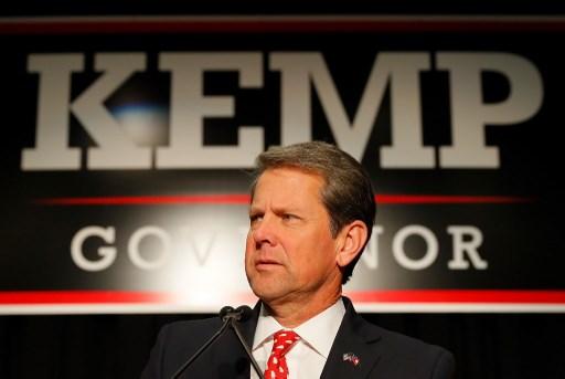 """Demasiado pronto"" para reabrir negocios, dice Trump a un gobernador republicano"