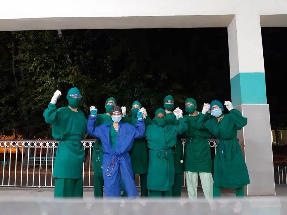 Comparten imágenes de la nieta del Che Guevara apoyando en la lucha contra el coronavirus