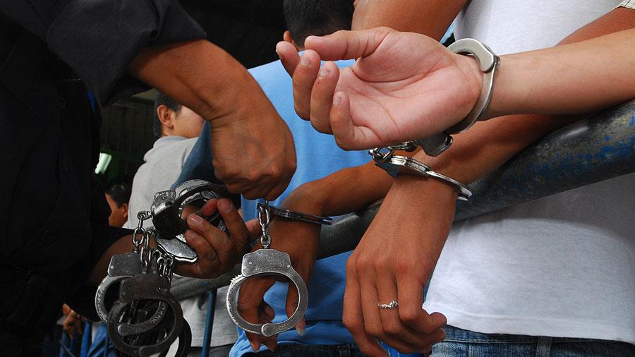 Más de mil 700 capturados esta semana por toque de queda
