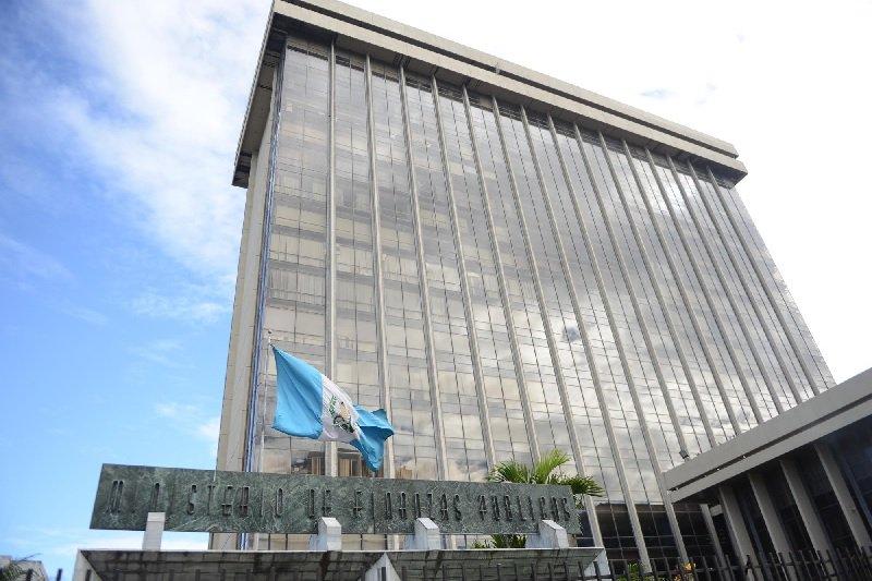 Alejandro Giammattei ordena congelar contrataciones para contención del gasto