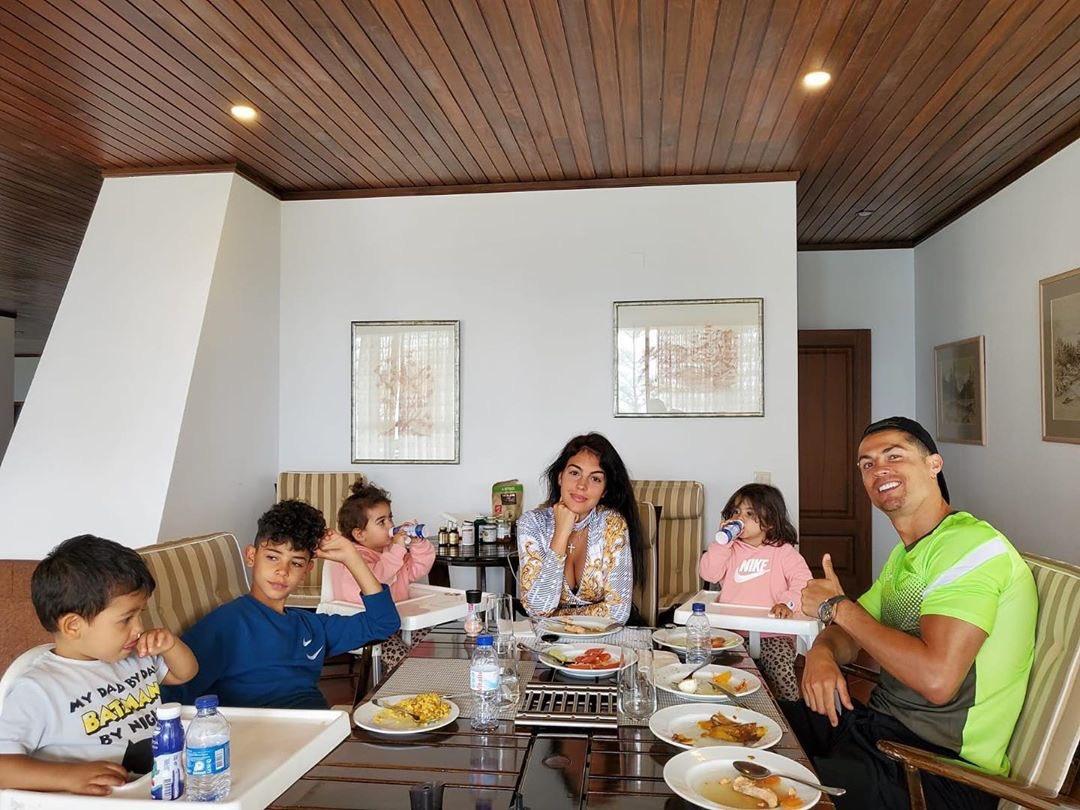 Cristiano Ronaldo y su familia, Domingo de Resurección
