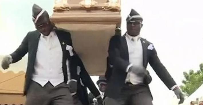 El origen del coffin dance donde hombres bailan con un ataúd
