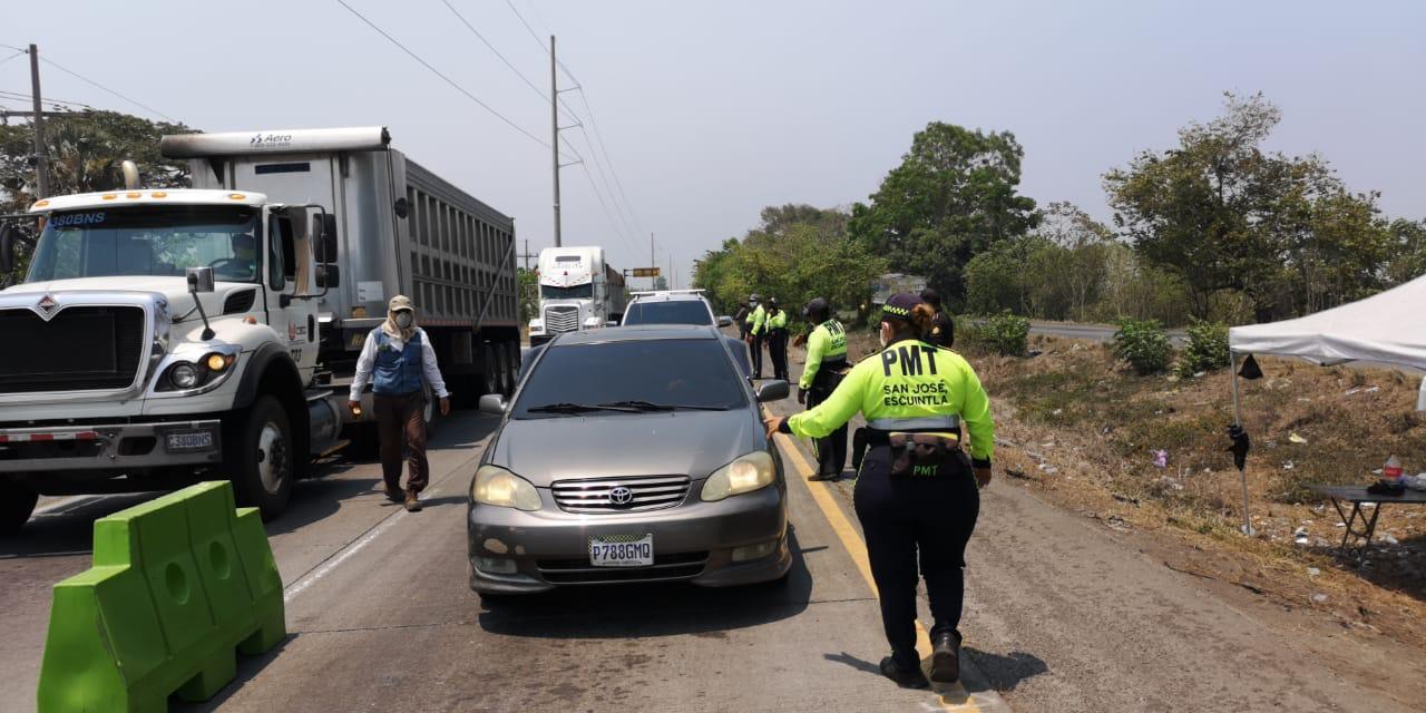 Regresan a más de 800 pilotos de vehículos que junto con sus familias querían entrar a la playa