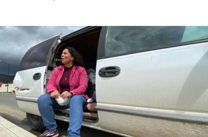 Enfermera decide vivir en su vehículo para evitar contagiar a su familia