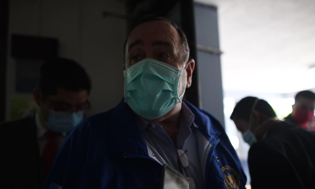 """Paciente que abandonó hospital """"es coyote y dudo que esté en Guatemala"""", dice Giammattei"""